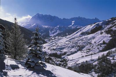 Vars - Vue sur les montagnes