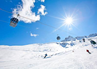 Grand Domaine - cable car and ski run