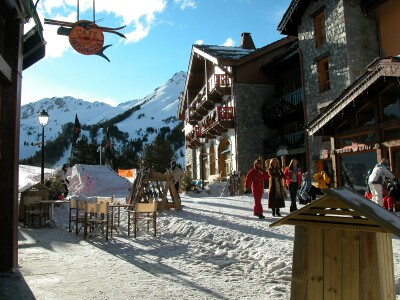 Les Arcs 1950 - village square