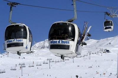 Alpe d'Huez - cable car and ski run