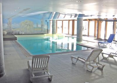 Argenti�re - indoor swimming pool