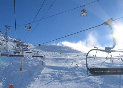 Les Menuires - chair lift and ski runs
