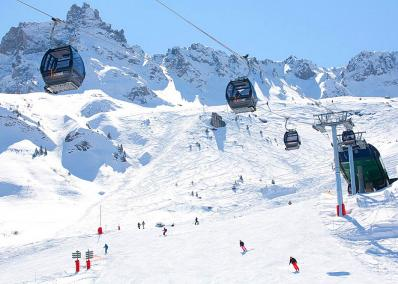 Valmorel - chair lift and ski runs